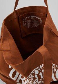Patagonia - MARKET TOTE - Sports bag - earthworm brown - 4