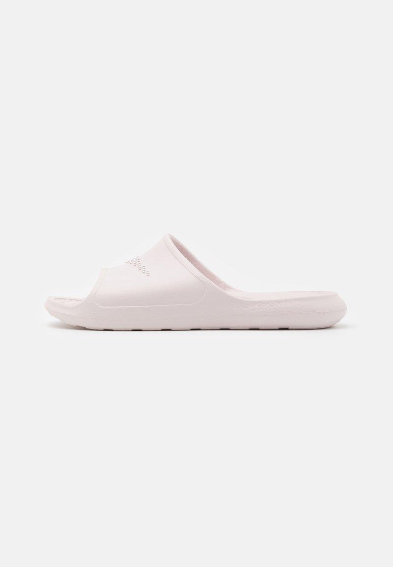 Nike Sportswear - VICTORI SLIDE - Chanclas de baño - barely rose/white