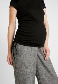 Cotton On - SIDE TIE SHORT SLEEVE - Camiseta estampada - black - 5