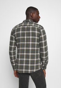 Only & Sons - ONSBOBBY WASHED CHECK - Skjorta - deep depths - 2
