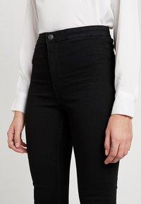 Vero Moda - VMJOY MIX - Jeans Skinny Fit - black - 4