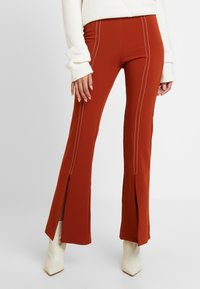 Foxiedox - SPLIT PANTS - Stoffhose - clay - 0