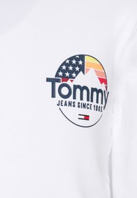 Tommy Jeans - MOUNTAIN GRAPHIC HOODIE UNISEX - Sweat à capuche - white - 2