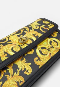 Versace Jeans Couture - LULA BAGUETTE - Handbag - black/dark yellow - 5