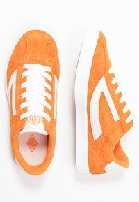 Viking - RETRO TRIM UNISEX - Sports shoes - terracotta/eggshell - 0