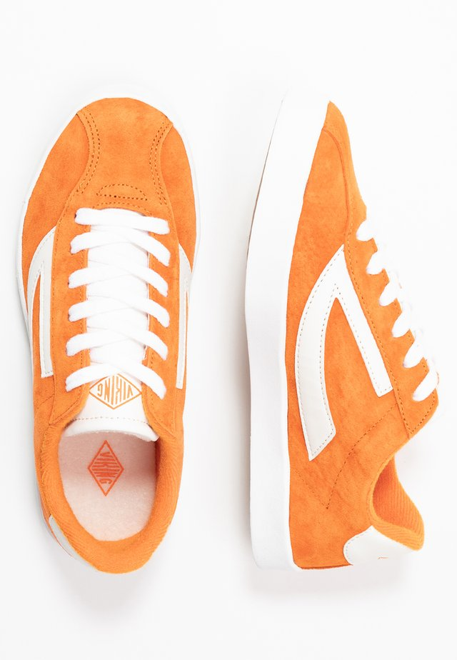 RETRO TRIM - Sports shoes - terracotta/eggshell