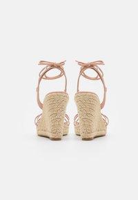 ONLY SHOES - ONLAMELIA WRAP KNOT - Sandály na platformě - light pink - 3