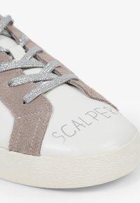 Scalpers - LIA GRAFFITI - Sneakersy niskie - white - 5
