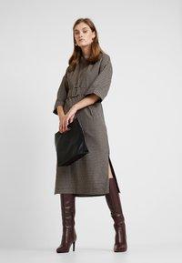 And Less - CAJA DRESS - Maxi šaty - caviar - 1