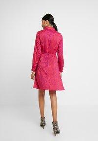 Fabienne Chapot - HAYLEY TIPSY DRESS - Blusenkleid - deep fuchsia/purple - 2