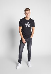 Pier One - T-shirt med print - black - 1