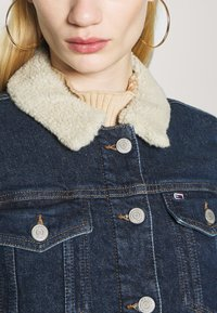 Tommy Jeans - TRUCKER JACKET  - Denim jacket - oslo dark blue - 4