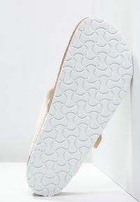 Birkenstock - GIZEH - T-bar sandals - cream - 6