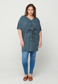 Zizzi - Print T-shirt - green - 1