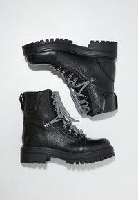 Inuovo - Platform ankle boots - black blk - 2