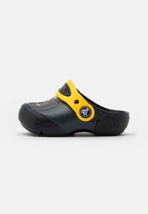 ICONIC BATMAN CLOG - Pool slides - black