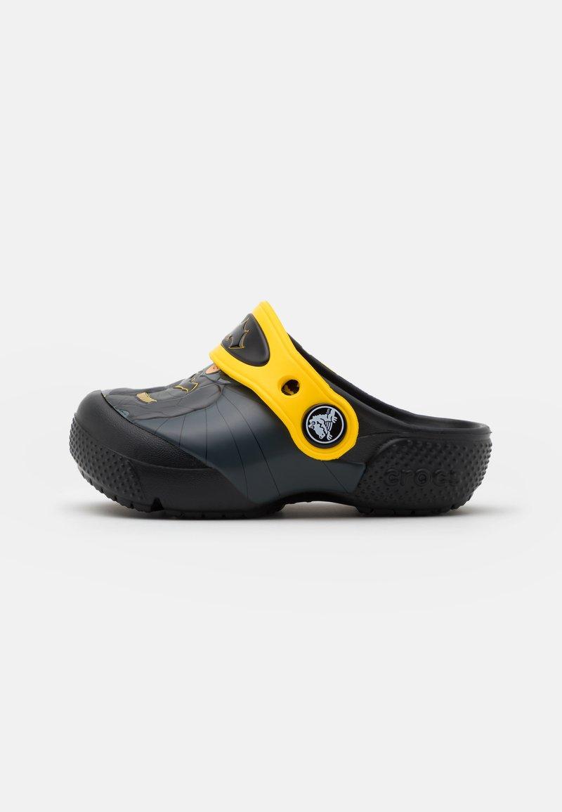 Crocs - ICONIC BATMAN CLOG - Sandały kąpielowe - black