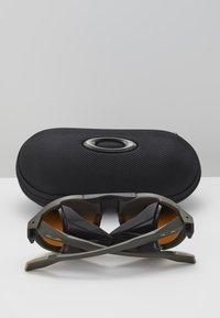 Oakley - CLIFDEN - Aurinkolasit - olive - 5