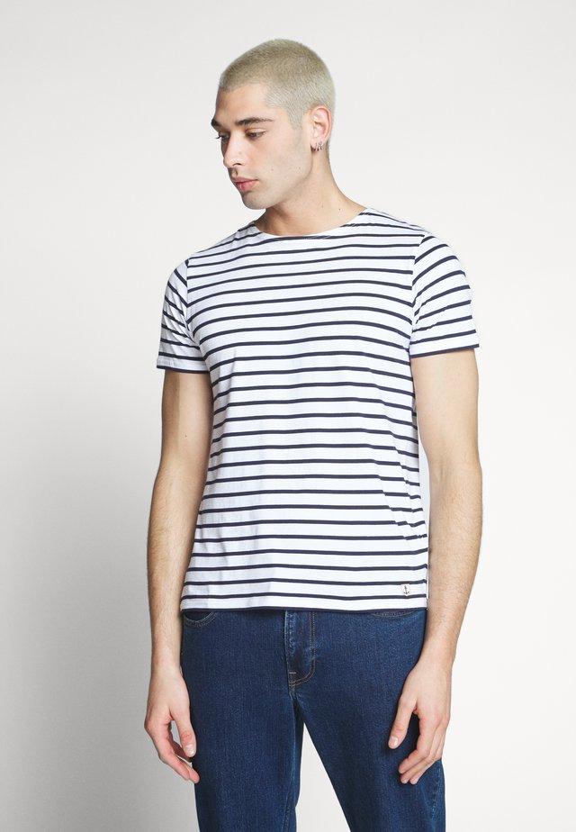 HOËDIC - MARINIÈRE - T-SHIRT - T-shirt imprimé - blanc/navire