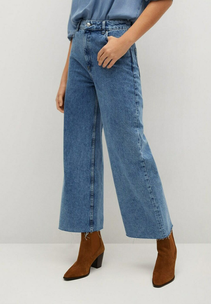 Mango - CAROLINE - Flared Jeans - middenblauw