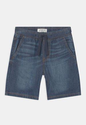 KRILLE - Szorty jeansowe - blue denim