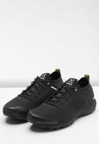 Haglöfs - L.I.M LOW - Trail running shoes - true black - 3
