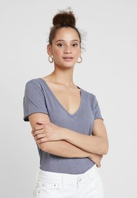 Abercrombie & Fitch - SOFT TEE - Basic T-shirt - blue - 0
