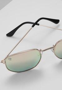 CHPO - IAN - Sunglasses - gold-coloured/pink mirror - 4