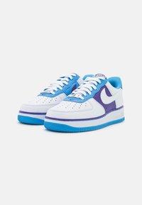 Nike Sportswear - AIR FORCE 1 '07 LV8 EMB - Matalavartiset tennarit - white/coast/field purple - 1