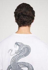 YOURTURN - UNISEX - Print T-shirt - white - 3