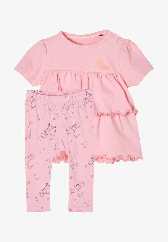 T-shirt print - pink aop