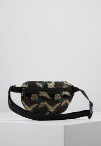 Spiral Bags - BUM BAG - Bum bag - paradise birds /black - 2