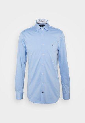 SOLID SLIM SHIRT - Formal shirt - light blue/white