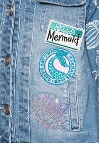 Desigual - CHAQ CEREZAS - Denim jacket - jeans claro - 2