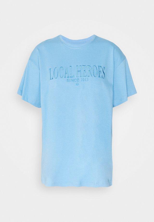 T-shirts med print - blue