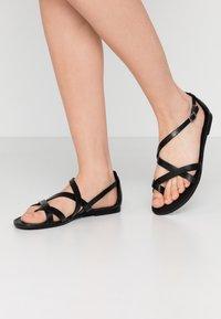 Vagabond - TIA - T-bar sandals - black - 0