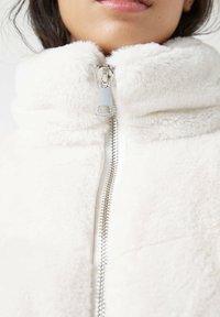 PULL&BEAR - Winter jacket - white - 3