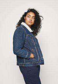 Levi's® Plus - TRUCKER - Denim jacket - blue denim - 3