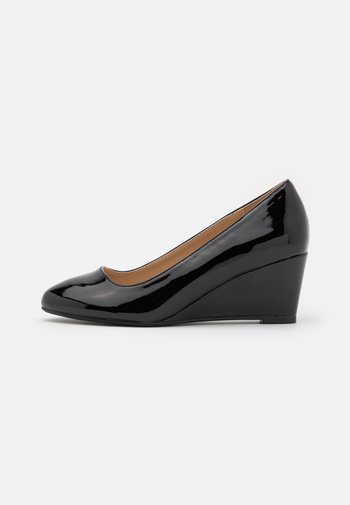 WIDE FIT DREAMER WEDGE COURT