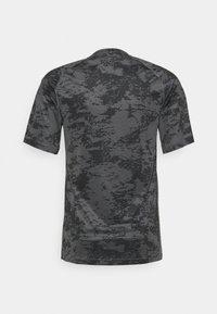 Nike Performance - SLIM  - Triko spotiskem - iron grey/white - 1