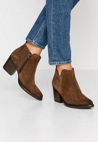 Pinto Di Blu - Ankle boots - cognac - 0