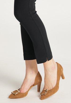 Classic heels - cognac