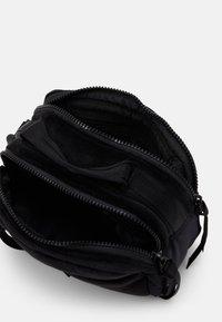 Nike Sportswear - Wash bag - black/white - 2