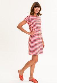 UVR Berlin - MARLISINA - Jersey dress - rot weiß gestreift - 2
