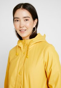 ONLY Tall - ONLVANESSA SHERPA RAINCOAT - Parkatakki - yolk yellow - 3