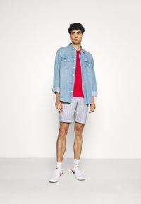 Ben Sherman - SEERSUCKER - Shorts - indigo - 1