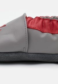 Robeez - MUSIC PLAY - First shoes - gris/rouge - 5