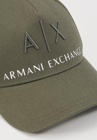 Armani Exchange - CORP LOGO HAT - Casquette - beetle/white - 4