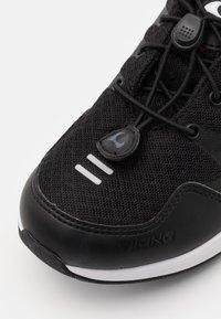 Viking - BISLETT II GTX - Sports shoes - black/charcoal - 5