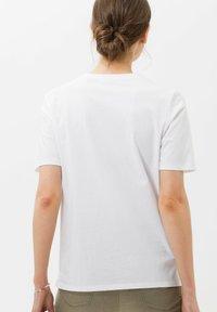 BRAX - CIRA - Print T-shirt - white - 2